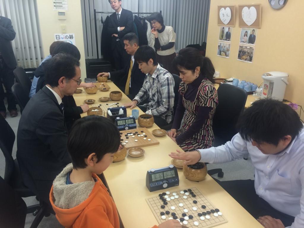 今回は、 StartupIGO!!が行っている「囲碁ブートキャンプ」の生徒さんが3名大会に出場しました。1ヶ月の練習の成果を大会で発揮します。