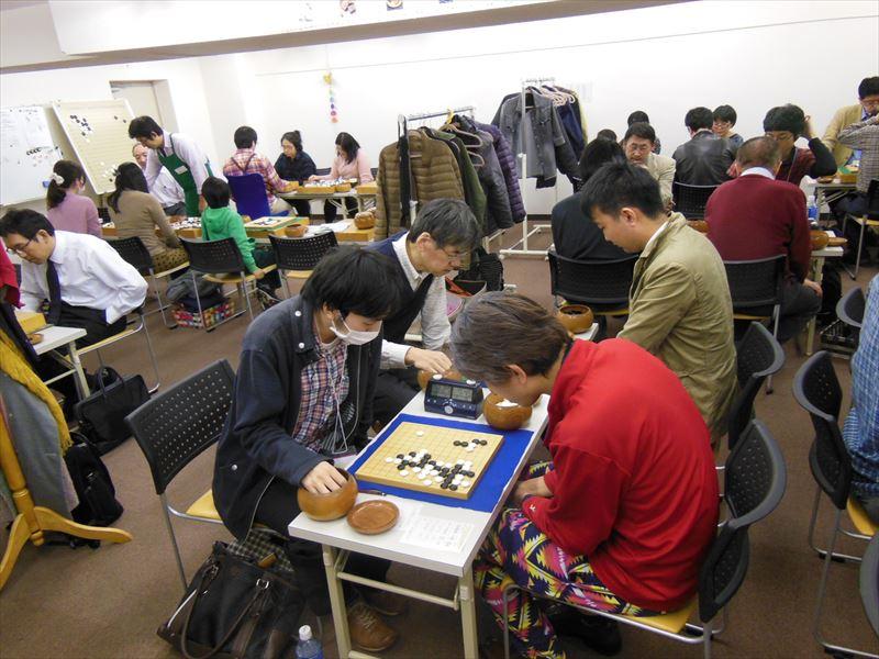 この夜の初台囲碁クラブ全景。囲碁教室のようす